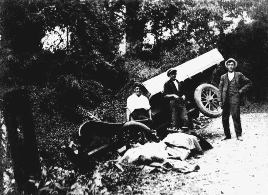 Wrecked motor lorry at Bulli